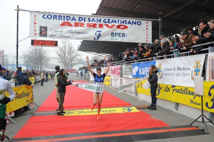 """43ª Corrida di San Geminiano: vincono Mwangi e Galimberti. Giacobazzi primo italiano. Il presidente Ansaloni rammaricato """"un 30% ha corso senza pettorale"""""""